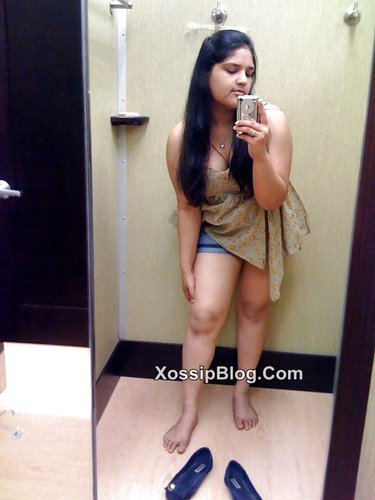 Selfshot Desi Girlfriend Boobs Shows in Bathroom