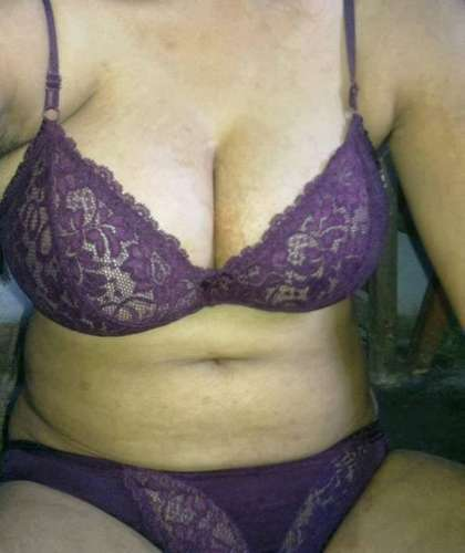 Indian Desi Aunty In Bra Exposing Boobs Deep Cleavage - Sexistpics.com - Sexy Girls Pictures. Indian bhabhi and aunties Sexy juicy wight bra big fair boobs and sexy Nipples Nude photos.