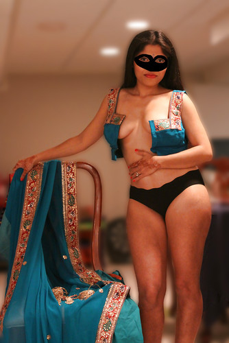 Nude Photos Collection of Sexy Indian Bhabhi Removing Blue Sari and ...