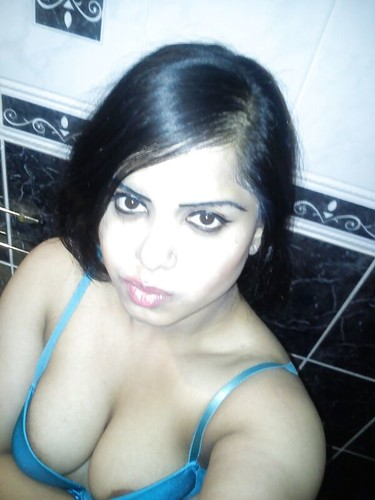 zs91talw49rw t Hot College Girl Goes Nude Taking Selfie