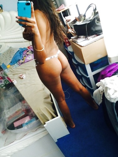 College Girl Taking Her Nude Selfies
