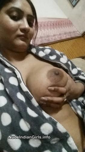 Desi College Girl Nangi Posing Hot Photo Gallery
