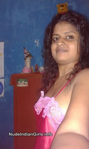 Hot Mallu Girl Shows her Big Nude Boobs