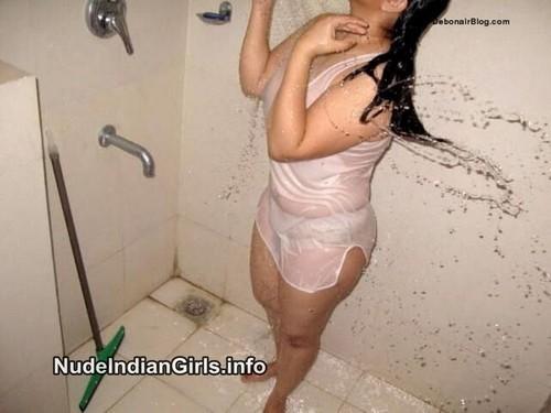 Hot Mallu Gf Shows her Nude Boobs