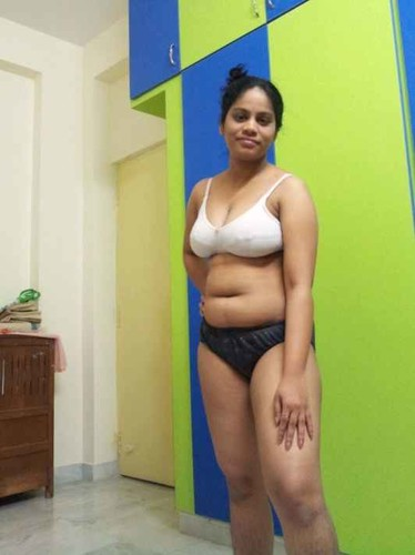 Hot Indian Wife Shows her Nude Pussy