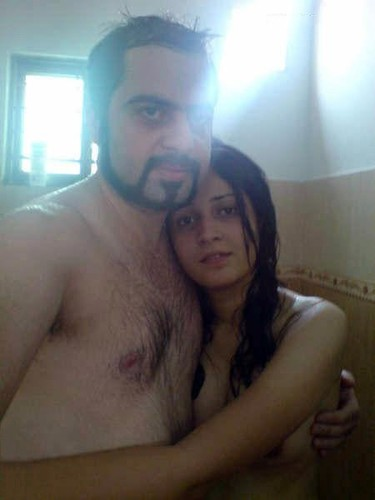 Horny Indian Couples Doing Nude Bathroom Sex