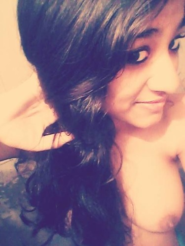 qnblxzllb3lc t Sexy college girl from Delhi taking nude selfies