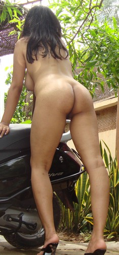 5uoa4exg8rst t Horny bhabhi naked outdoor having fun in foreign