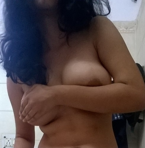 x6ffn4m50d0v t Sexy Girlfriend taking hot nude selfies
