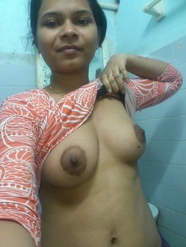 xm2elrw8zgfo t Indian wife naked exposing big hot boobs
