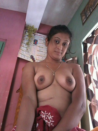 Sexy Indian Wife Shows her Nude Boobs