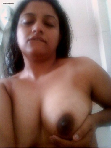 Booby South India Girl Shows her Boobs