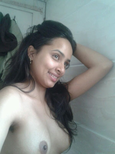 Indian wife nude selfies