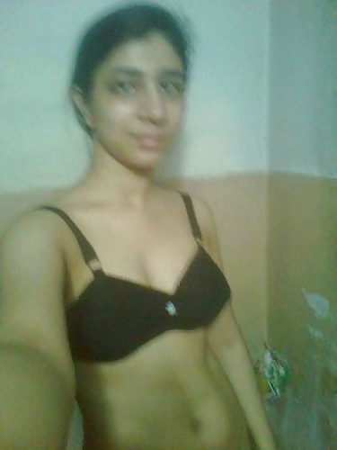Mature Indian girl nude showing boobs and masturbating hot