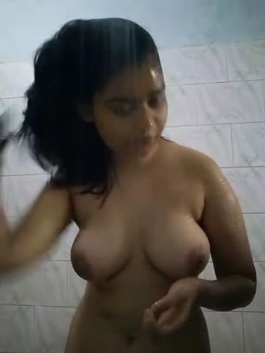 self click desi indian nude girls pics with legs