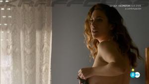 Blanca Suárez, teta de perfil en 'Lo que escondían sus ojos'