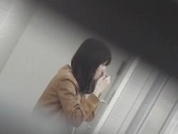 【お銀】「洗面所突入レポート!!」vol.35 広げると出ます