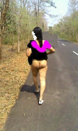 lift indian aunty saree