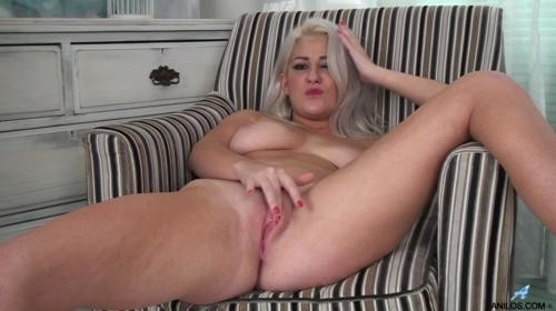 Horny blonde lu elissa wanks off in rare vintage nylons