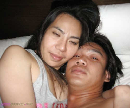 Amateur Thai Couple Posing Nude & Make Love In Hotel Room